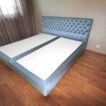 helesinine voodipeats koos hypnos kušetiga
